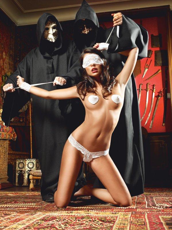 порно видео девушка в чёрной маске
